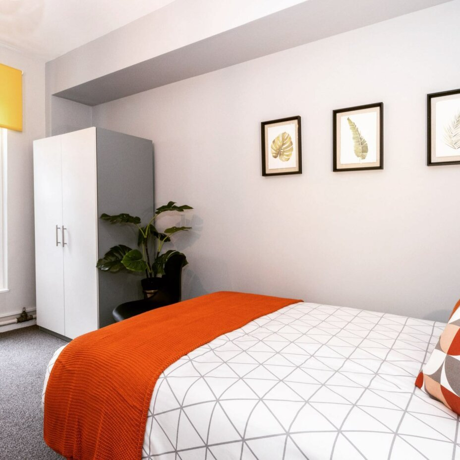 £100 cashback for the first 20 students to book this room