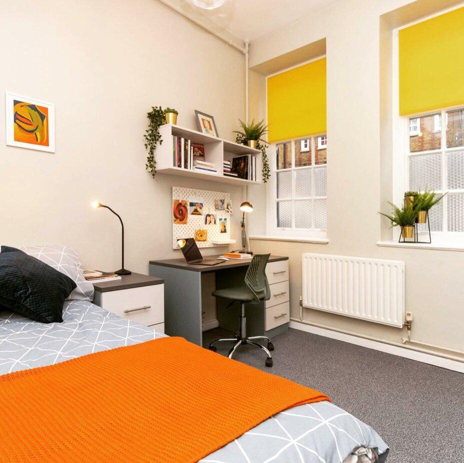 LouiseHouse studentaccommodation roomsavailable £100cashback