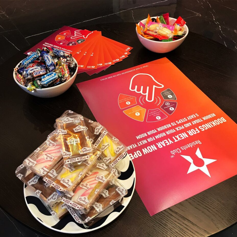 Can we tempt you with a Friday Treat??? 🧁 All in house residents Re-booking for next year will get to personally choose their room  (As long as no one gets there first!) . . . roomstorent studentaccommodation londonliving zone1 studentli