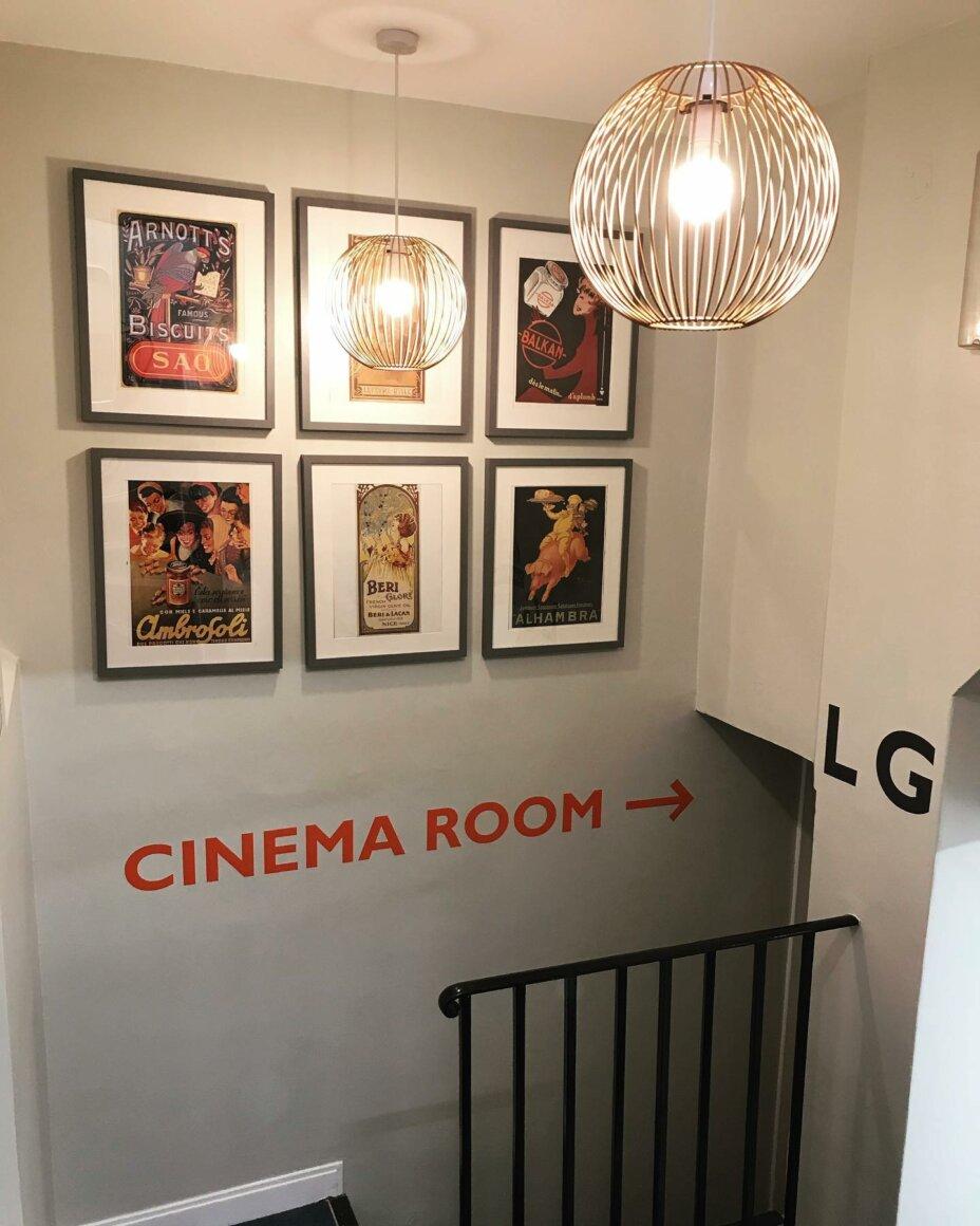 CINEMA ROOM 📽 . . . roomstorent studentaccommodation londonliving zone1 studentlife newlyrefurbished newhome lookinside vibrant decor receptiondecor marble bookaviewing openhouse studentliving cinema cinemaroom