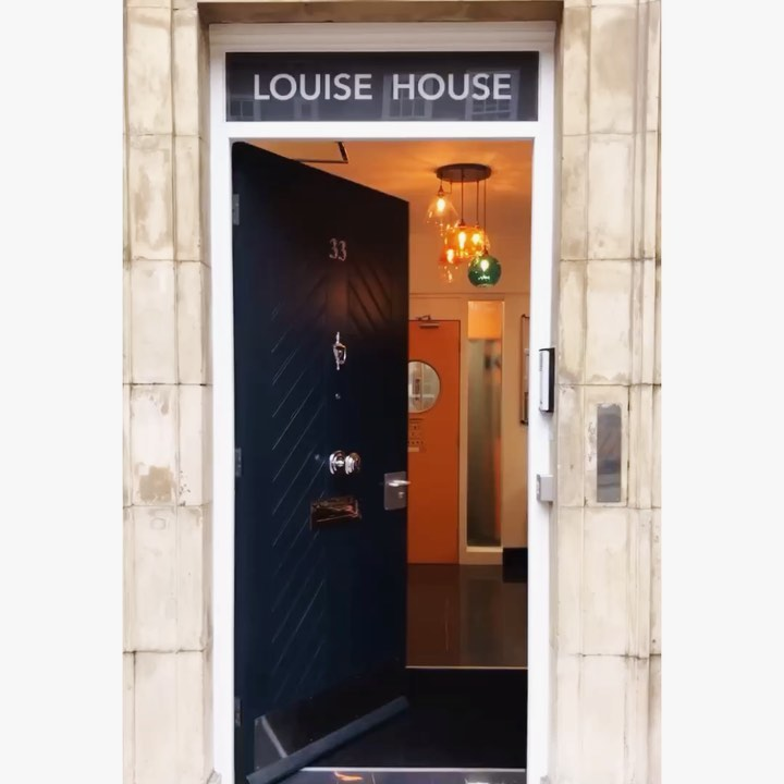 Welcome to Louise House! This week, we will be giving you a peek inside  But don't let that stop you from coming to look in person! . . . roomstorent studentaccommodation londonliving zone1 studentlife newlyrefurbished newhome lookinside