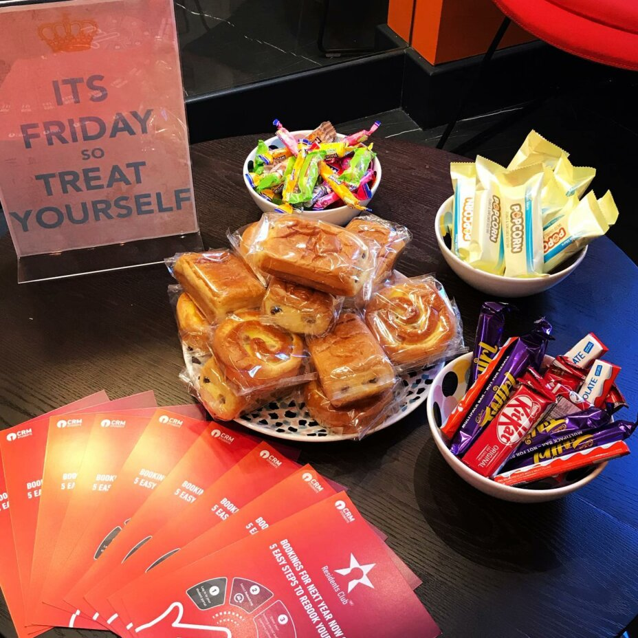 Grab some sugar on your way out. It's Friday, why not?  . . . roomstorent studentaccommodation londonliving zone1 studentlife newlyrefurbished newhome celebrations fridaytreat mrkipling sweettreats
