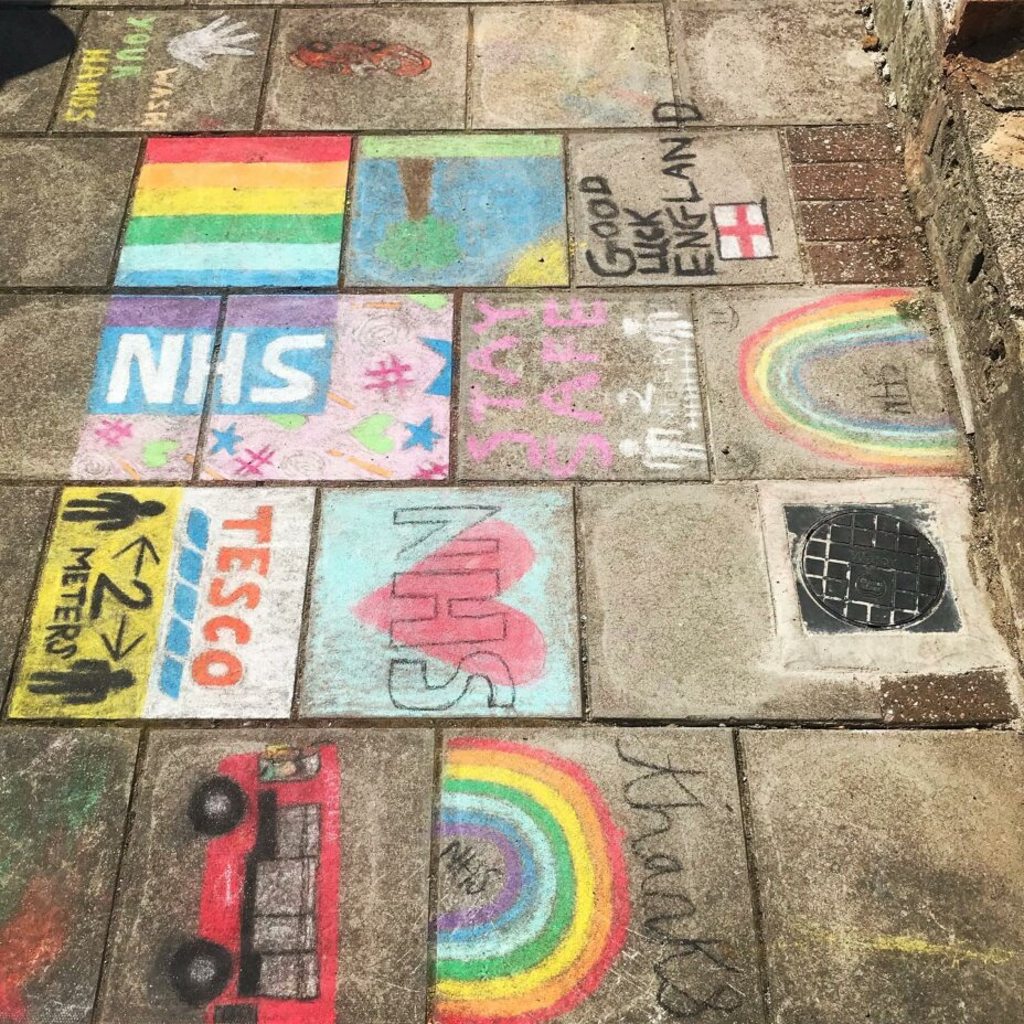 It's Thursday! Don't forget to join in at 8pm tonight to clapforthenhs ️🧡 This lovely artwork was stumbled upon whilst on a run! . . . clapfornhs clapforourcarers clapforkeyworkers clapforyourself staystrong stayhome staysafe