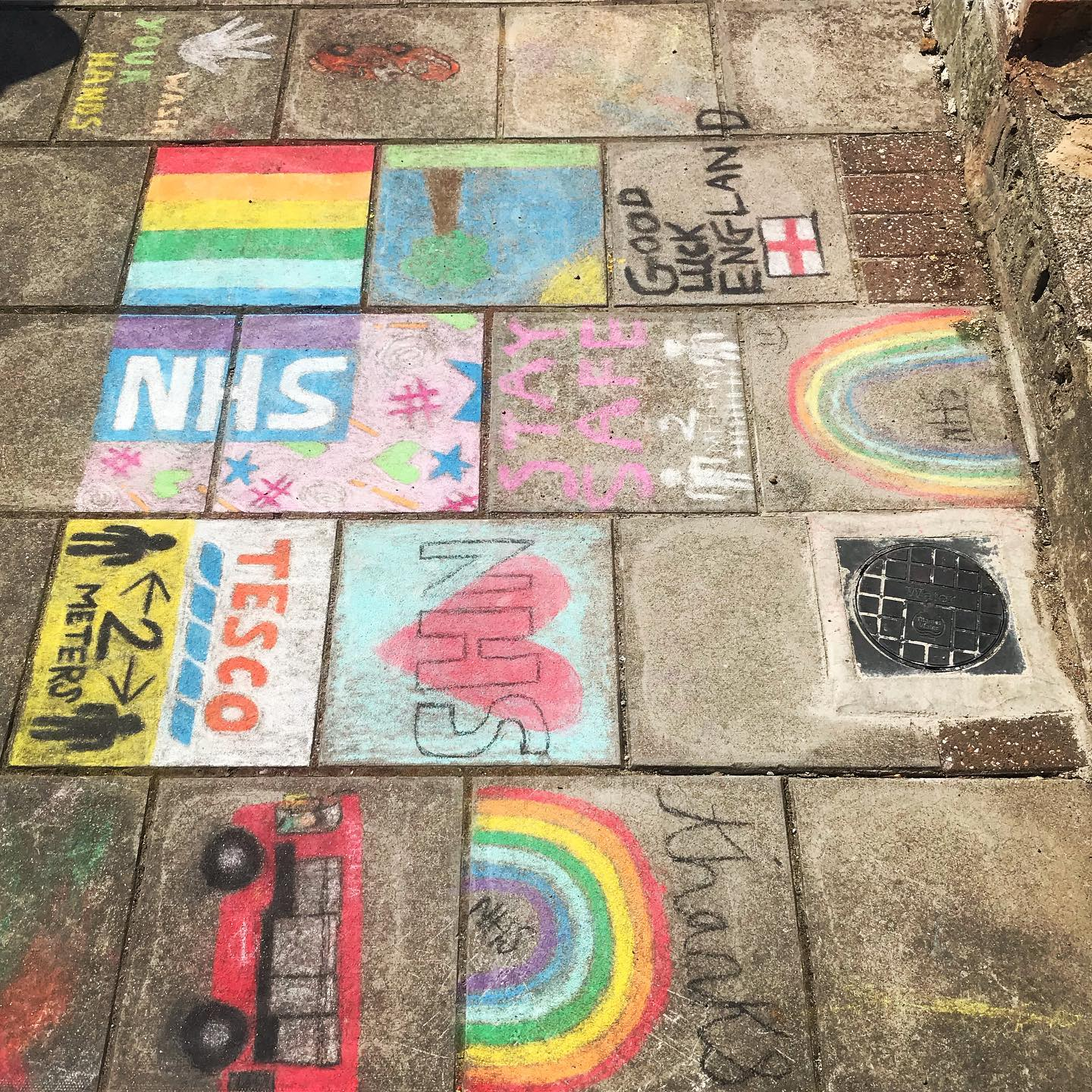 It's Thursday! Don't forget to join in at 8pm tonight to ️🧡 This lovely artwork was stumbled upon whilst on a run! . . .