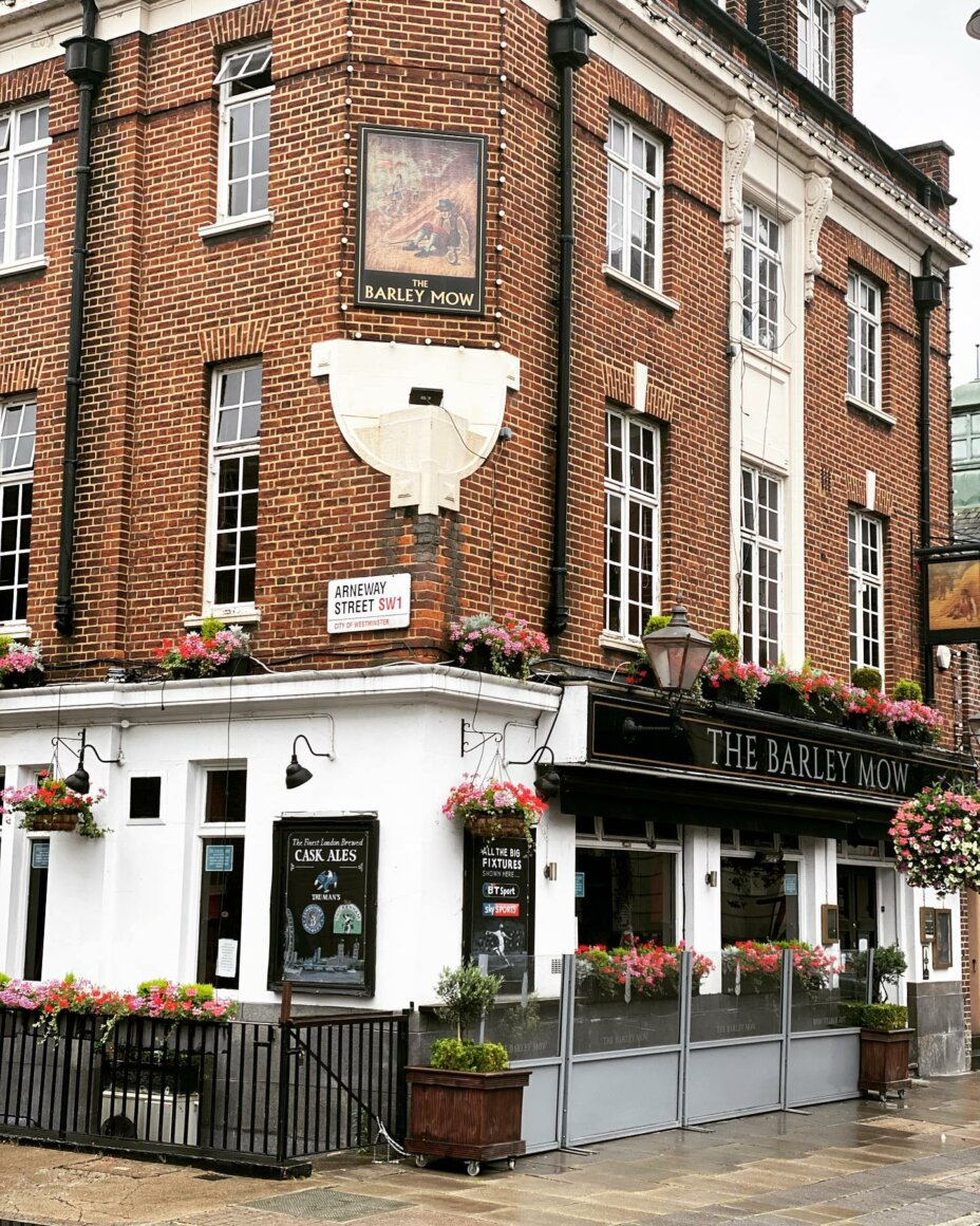 Our awesome pub neighbour The Barley Mow is just around the corner from Louise House. Visit them on Mondays, Tuesdays and Wednesdays throughout August and get a 50% discount for your meal @thebarleymoww1 . . . studentlife student students s