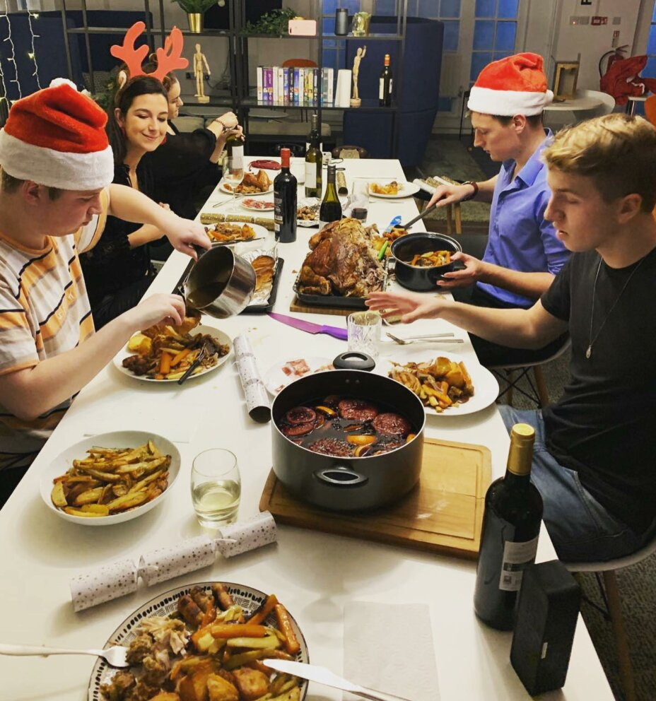 It would not be Christmas at Louise House without a 'Louisemas' party 🥳 Stay safe everyone and enjoy your Christmas dinner with your household bubble! . . . student studentlife christmas christmasdinner